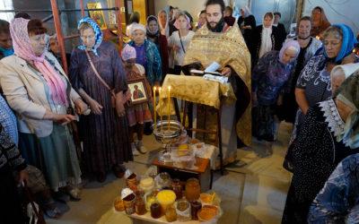 Медовый Спас встретили в храме во имя иконы Божией Матери «Нечаянная Радость»