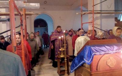 В канун Крестовоздвижения в храме во имя иконы Божией Матери «Нечаянная радость» состоялось торжественное богослужение